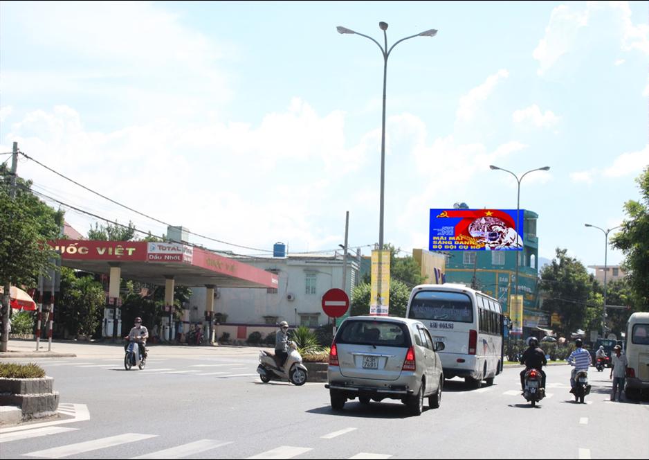 Ngã Tư Tôn Đức Thắng + Nguyễn Huy Tưởng