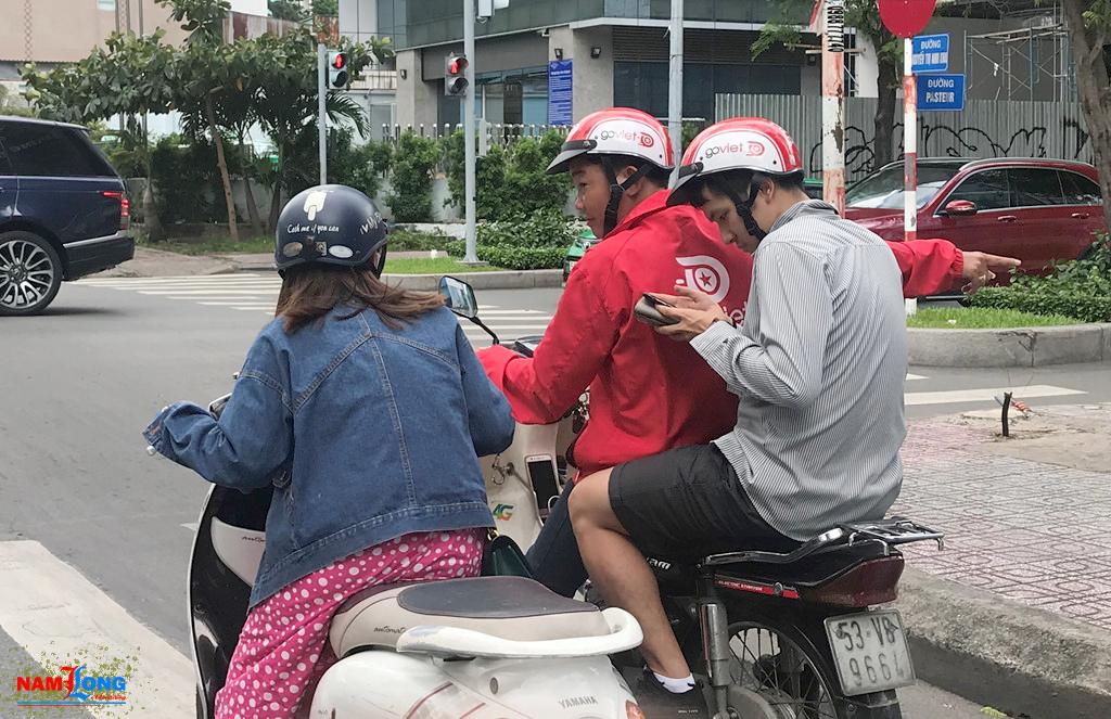 Cuộc chiến mới của xe ôm công nghệ ở Sài Gòn - Billboardquangcao.com